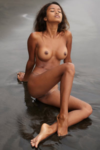 Stunning ebony doll Putri bares her gorgeous body in shallow water