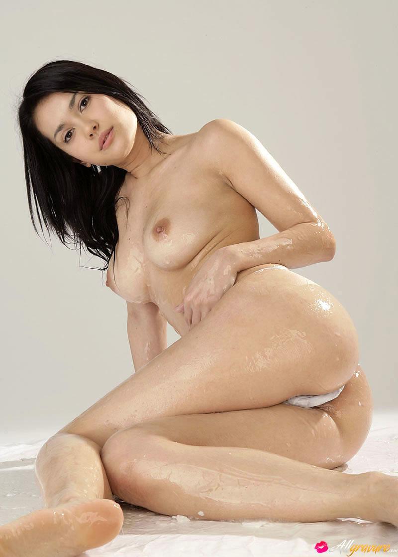 Maria ozawa totally naked rubbing her boobs