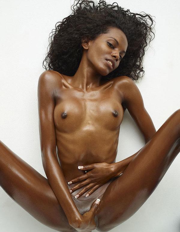 Slim And Black Nude Sexy Girl