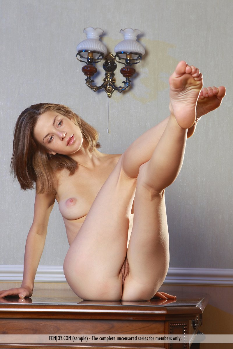 https://k5x5n5g8.ssl.hwcdn.net/content/130103/femjoy-danica-between-her-legs-06.jpg