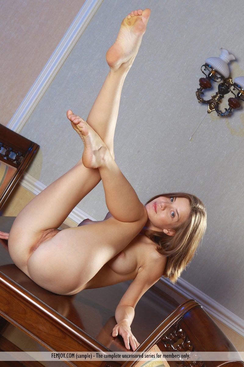 https://k5x5n5g8.ssl.hwcdn.net/content/130103/femjoy-danica-between-her-legs-14.jpg