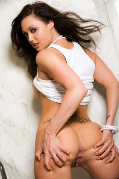 Melissa Jacobs flaunts her raw