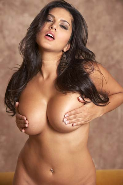 Sunny Leone shows off her