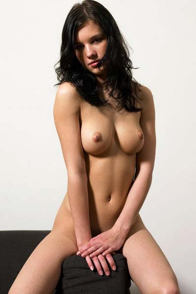 Hegre Mona Mellow