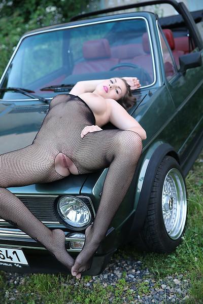 Connie Carter in Vwagen from Watch4Beauty