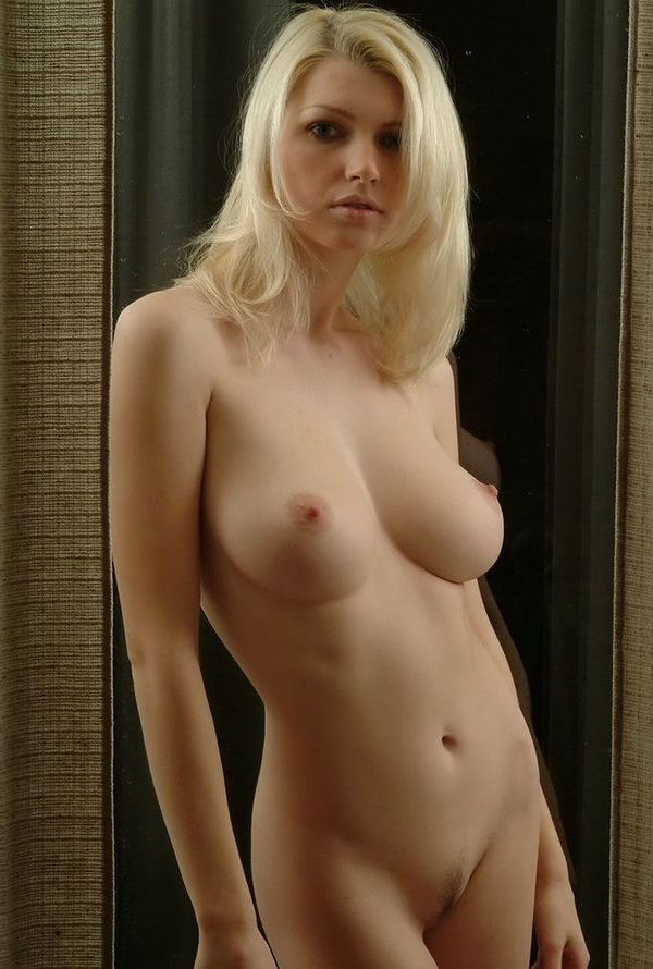 Carey Completly Naked