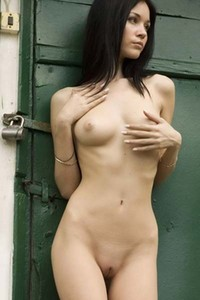 Outdoor nude posing by sexy Anna