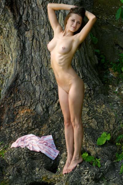 Cute brunette exposes her hot body