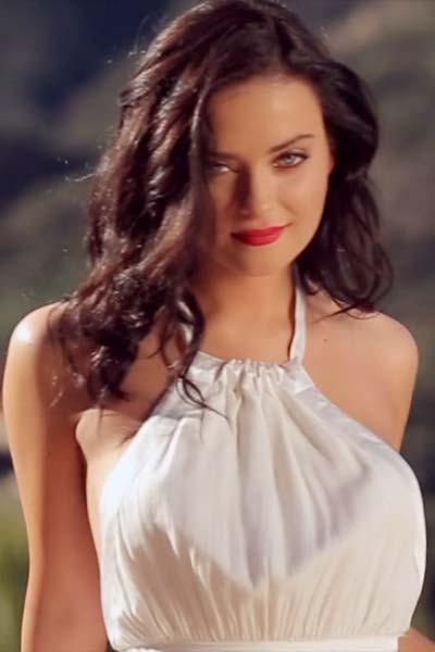 Alexandra Tyler A La Mode Video