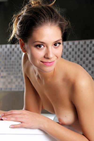 Get in the bathroom with sexy brunette Inez