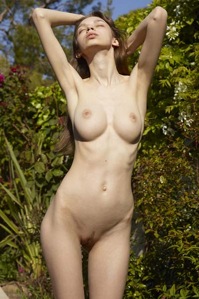 Aya Beshen has a perfect body to show