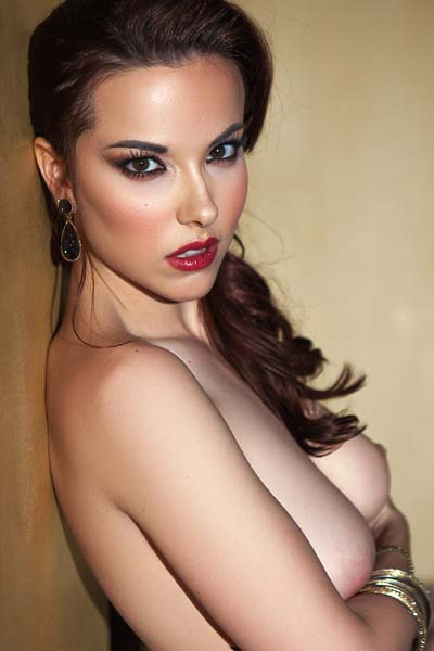 Breathtaking Elizabeth Marxs slowly displays her attributes for the fans