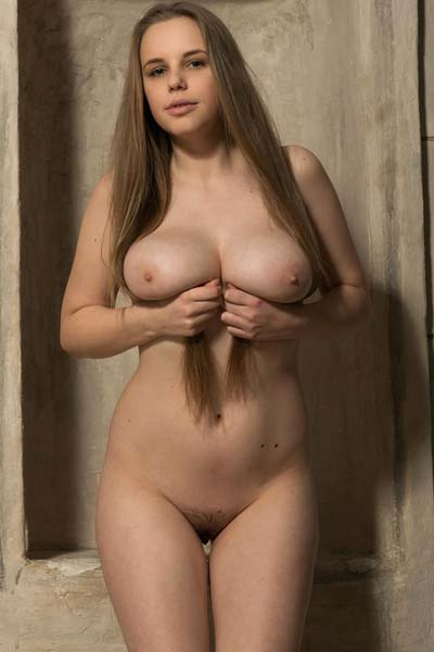 Beautiful Mireya exposes her gorgeous breasts and sexy body
