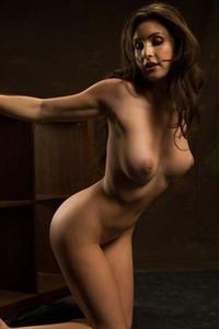 Seductive brunette Petula