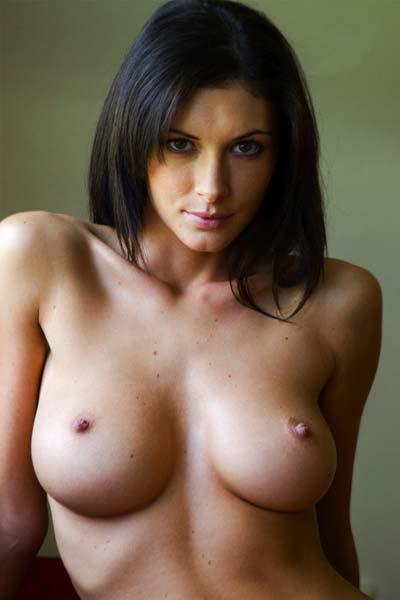 Amazing Klaudia nude posing