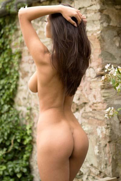 Ela Andreea strips sensually
