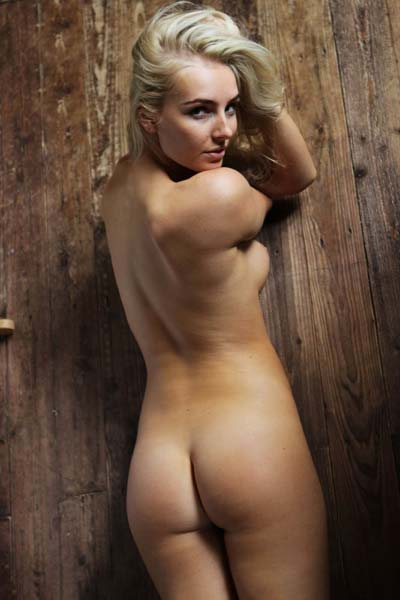 Lissy Cunningham poses naked