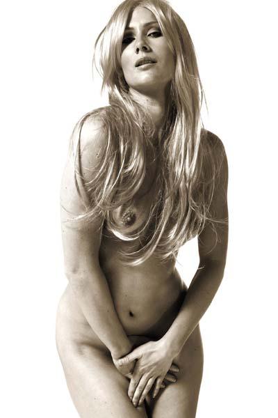 Stunning blonde Peyton Priestly