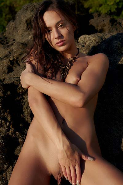 Tempting Dominika A dips her naked body in the water