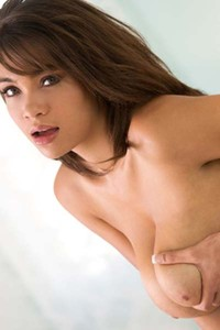 Cassidy Banks bares her amazing curvy body