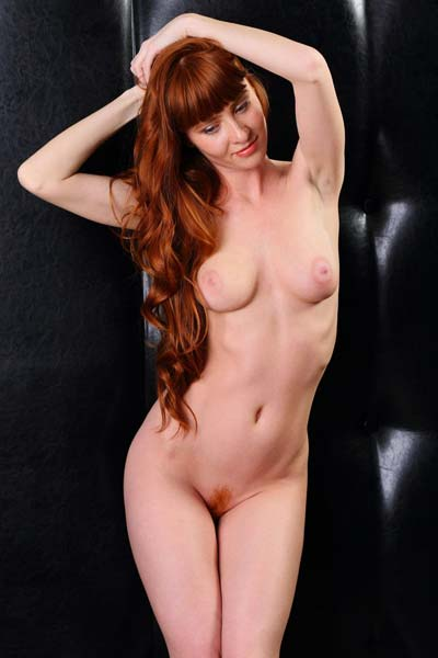 Fabulous redhead beauty Oxavia loves to tease