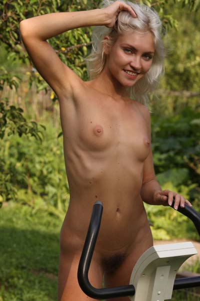 Outdoor workout with cute nude blonde Kristy