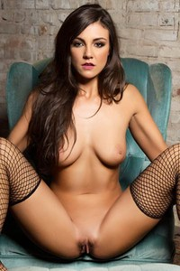 Curvy brunette Tomi Taylor poses eroticaly in sexy high heels