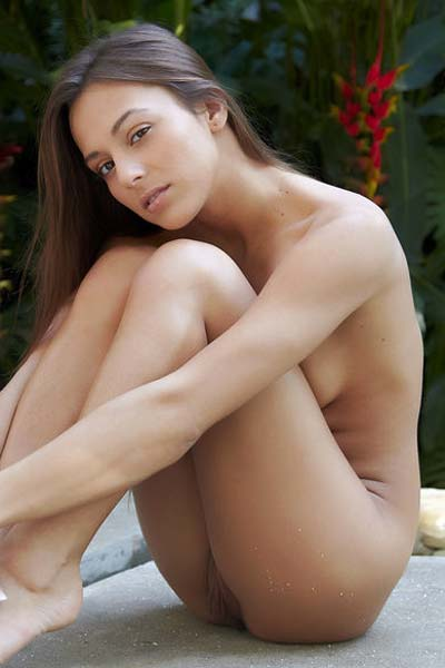 Dominika A goes outdoors for some erotical stripping