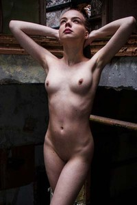 Sophia I bares her curvy body and poses erotically