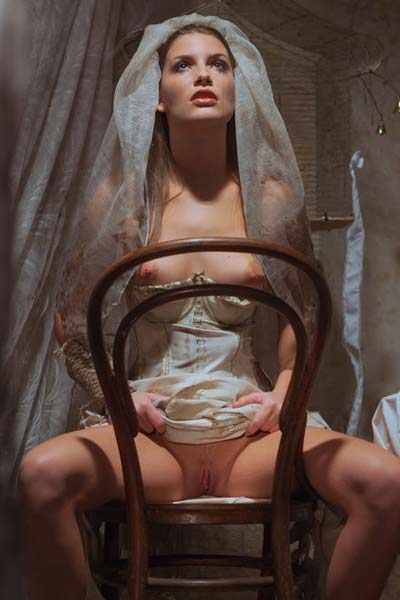 Raeah is a horny bride on the chair