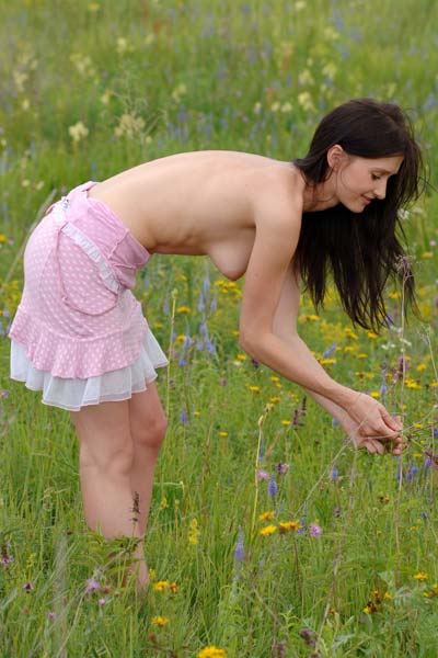 Outdoor seduction with adorable Assole