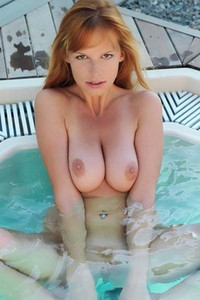 Tubbea reveals her assets in the pool