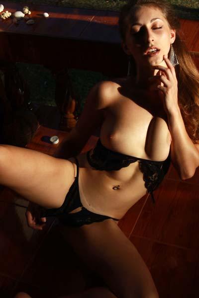 Stunning brunette Illaria reveals her amazing pink pussy