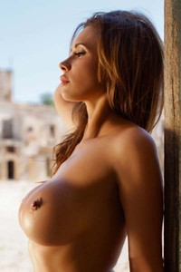 Curvy Kirstin poses nude in a ghost town