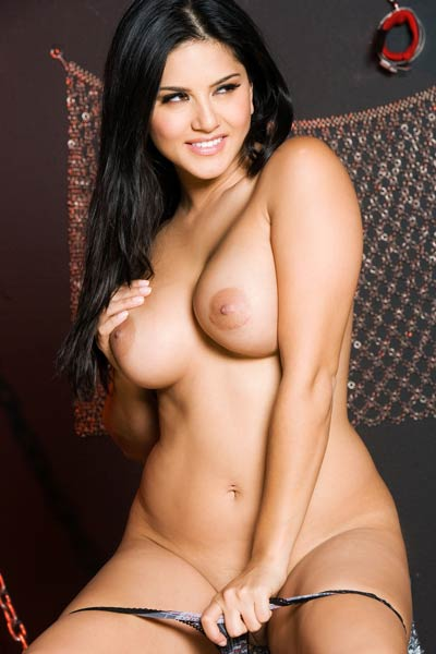 Busty beauty Sunny Leone bares her amazing body and teases erotically