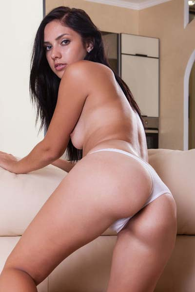 Outstanding Kantata bares her hot body on the bed