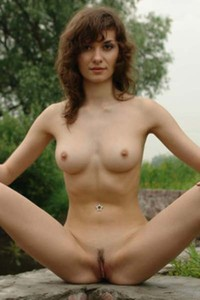 Go for a walk by the river with nude beauty Jini