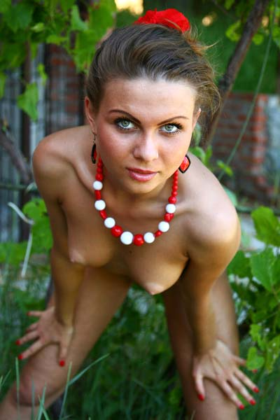 Exotic brunette Nida has a nude photoshoot outdoors