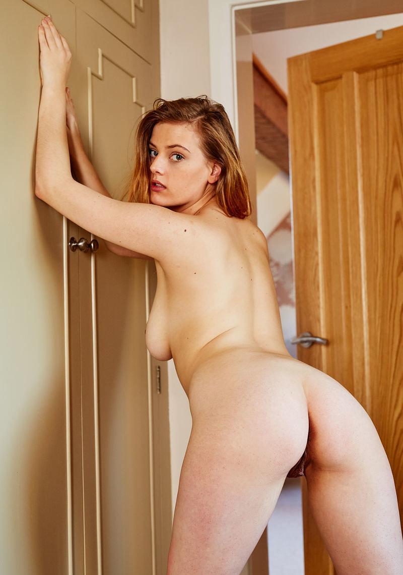 https://k5x5n5g8.ssl.hwcdn.net/content/160506/curvy-goddess-delina-g-is-feeling-naughty-today-03_w800.jpg