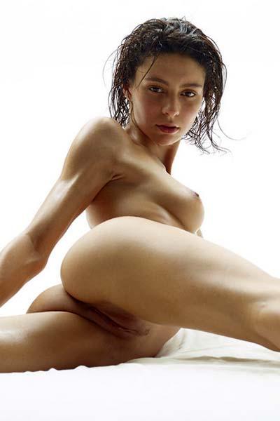 Perky beauty Rose poses nude erotically