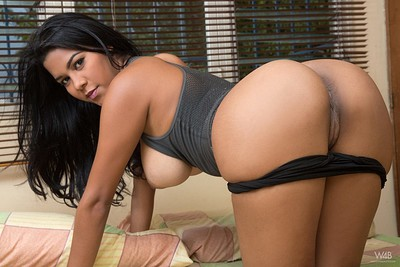 Kendra Roll in Come To My Bed from Watch4Beauty