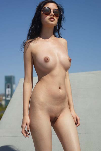 Hot perky babe Eden poses nude in the sun
