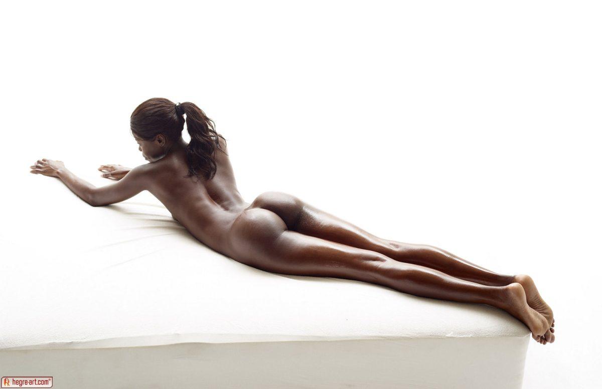 Nude simone Simone nude