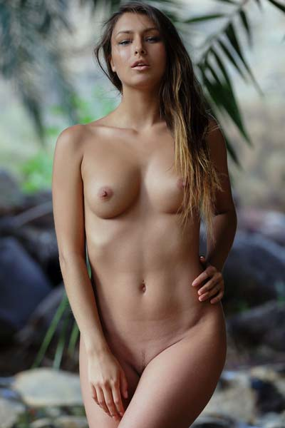Delicious Yarina A flashes her shaved pussy by the river
