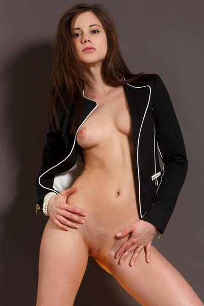 Outstanding Caprice A loves to step in the nude