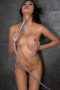 Ravishing Asian Davon Kim gets naughty in the shower
