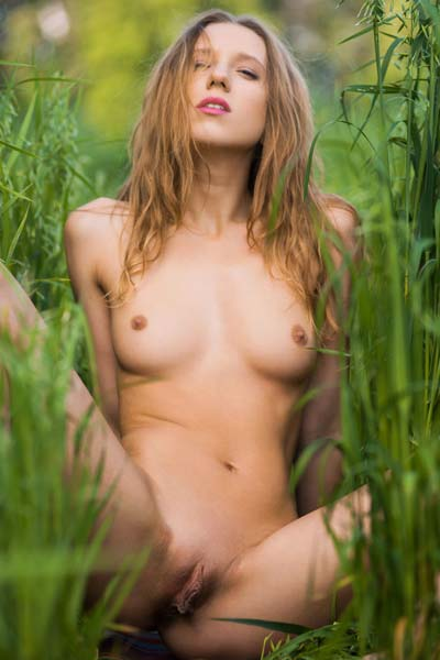 Nora E poses naked as shows her stinky pinky in the fields
