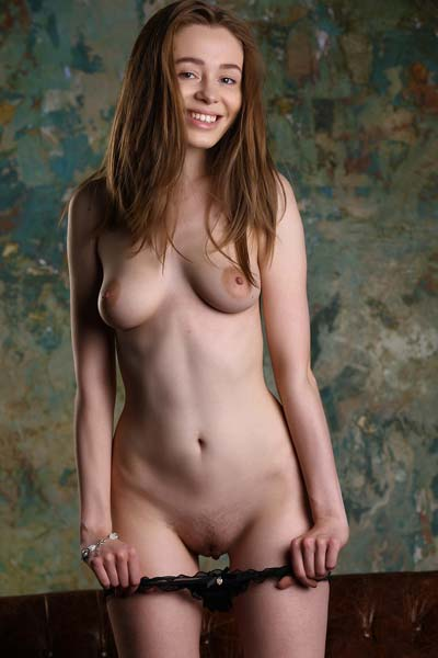 Lovely britneys undresses as she poses naked on the sifa