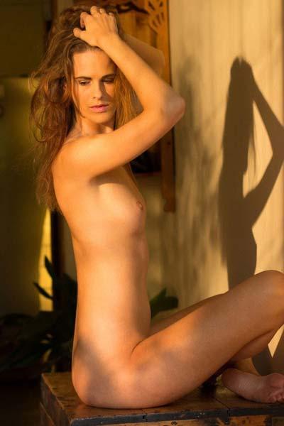 Foxy Melissa Tongue flaunts her soft curves erotically