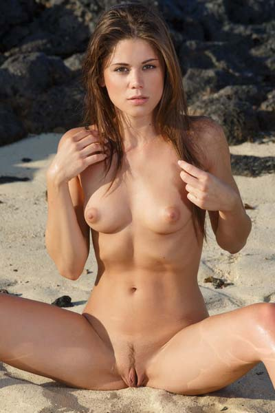Caprice A bares her sexy body on the beach as shows off her alluring assets